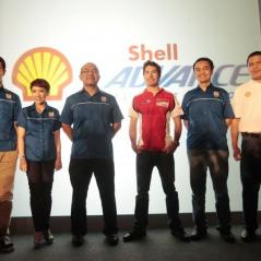 Nicky_Hayden_and_Shell_management - Photo: Shell