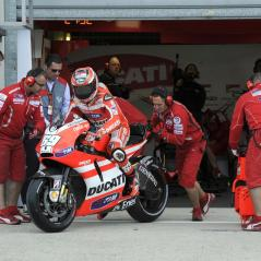 Headed out of the Le Mans garage for more laps. - Photo: Milagro/Ducati
