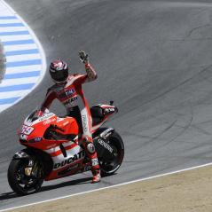 Saluting the crowd from Laguna Seca's Corkscrew. - Photo: Milagro/Ducati