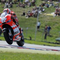 Nicky accelerates past the green hills of Brno. - Photo: Milagro/Ducati